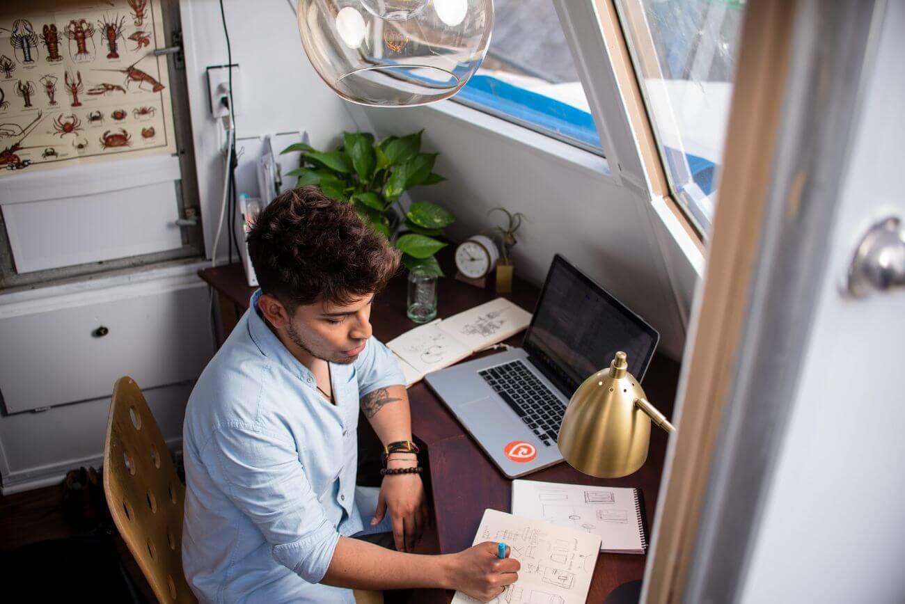 Guía para principiantes: Cómo trabajar desde casa en la era del Coronavirus