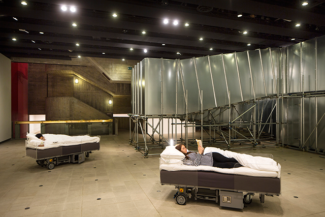 Carsten Höller, Two Roaming Beds