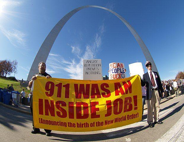 متن: ۱۱ سپتامبر کار خودیها بود. تصویر از فلیکر